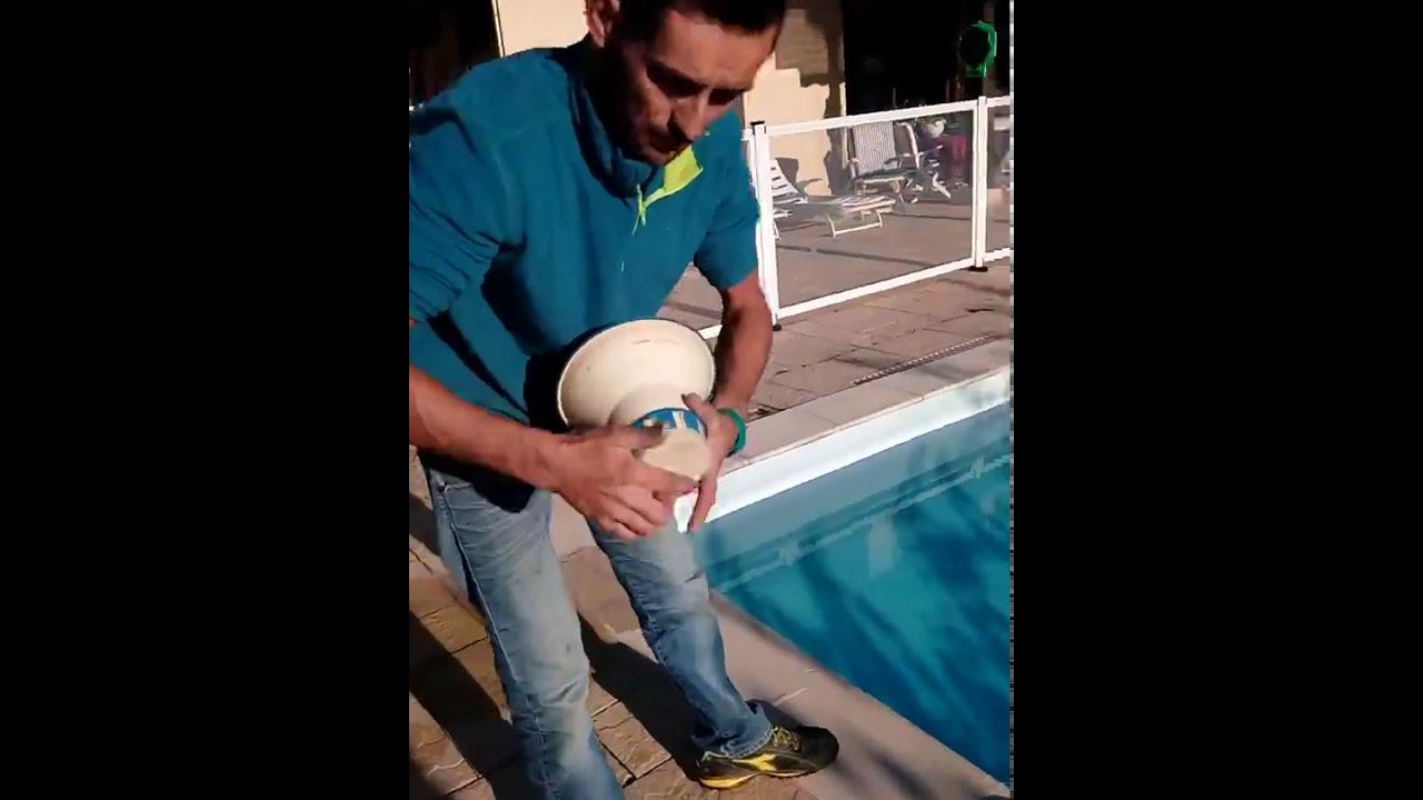 Hivernage piscine desjoyaux youtube for Flotteur hivernage piscine desjoyaux