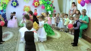 Муз. рук .Максюта Р. В. Танок з іграшками на випускному в дитячому садку ''Росинка'' .2014р.