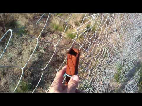 Cмотреть видео Забор из сетки рабицы своими руками  дешево и сердито Часть 2/2