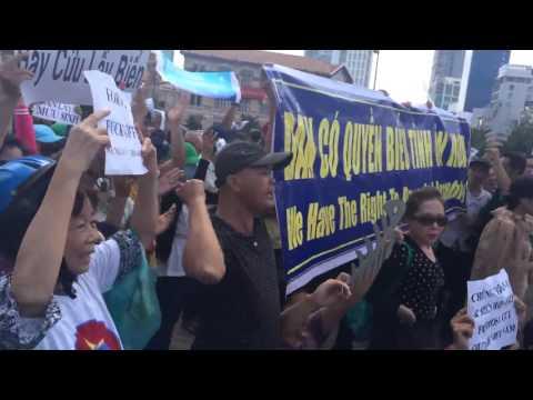 Nhạc phẩm TRẢ LẠI CHO DÂN vang trong biểu tình cứu biển tại Sài Gòn sáng 1/5