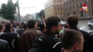 Байкеры требуют завести уголовное дело на виновника ДТП на Кутузовском проспекте
