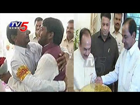KCR Celebrates Ramadan At Mahmood Ali House | TV5 News