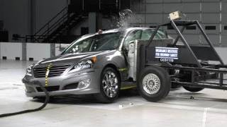 2011 Hyundai Equus side IIHS crash test