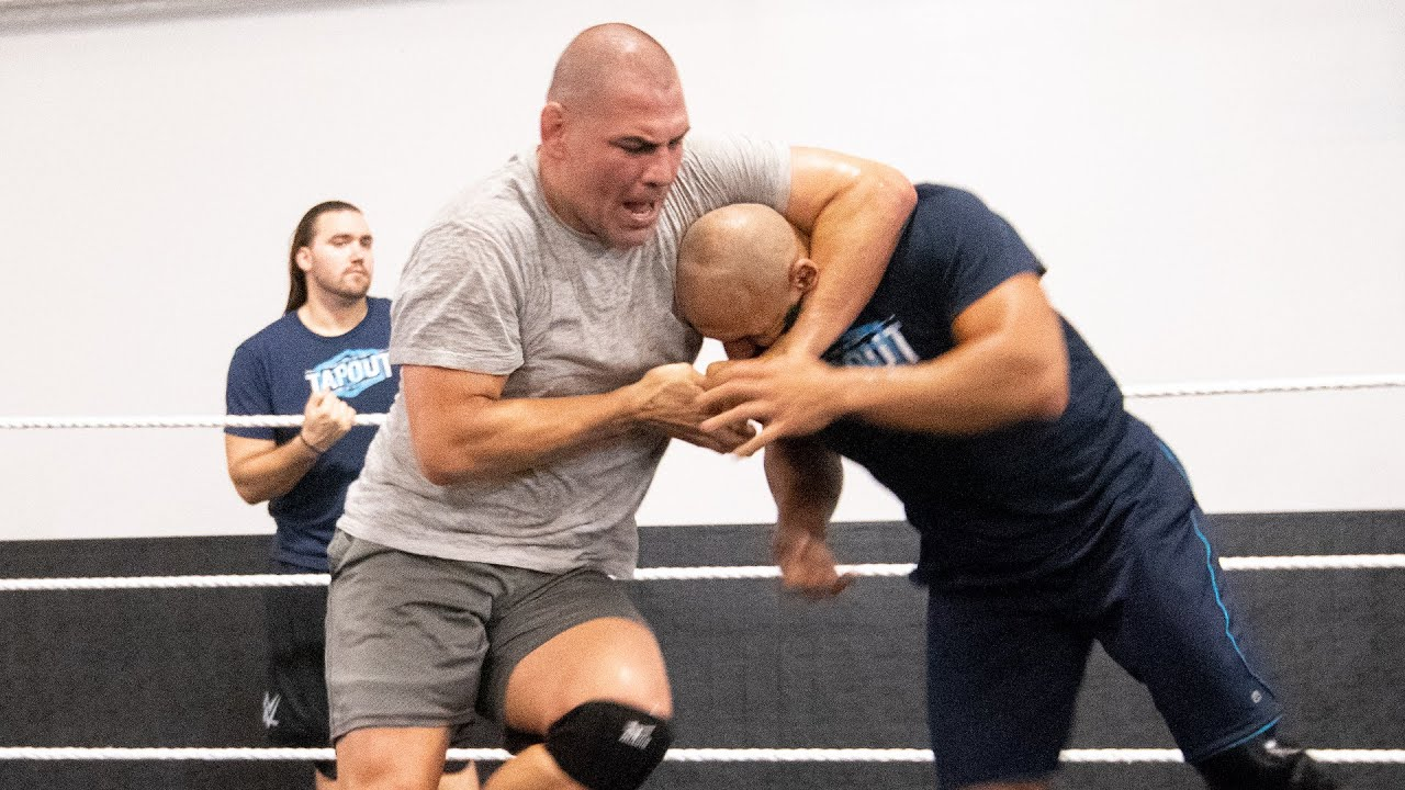 cain-velasquez-trains-at-the-wwe-performance-center