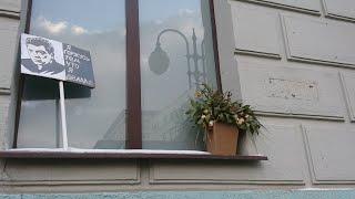 Установка таблички в память о Борисе Немцове. Москва