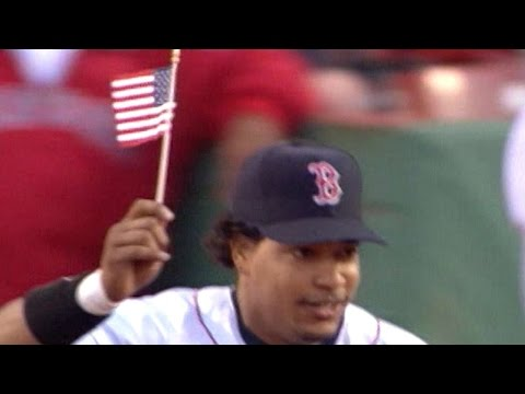 Manny Leads Red Sox With American Flag In 2004