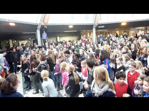 Flashmob - R.D.M. Crimpenhof - Krimpen aan den IJssel - Opening Isha Ferdinandus