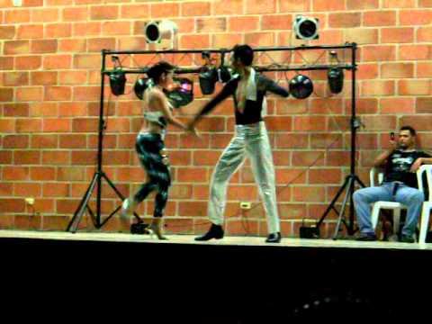 Concurso de porro en Bello, Antioquia. pareja 5