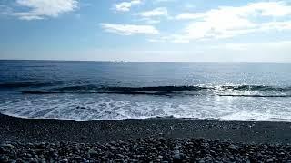大原櫻子のさよならを歌いました。 アカペラです。 海で歌ったので、波...