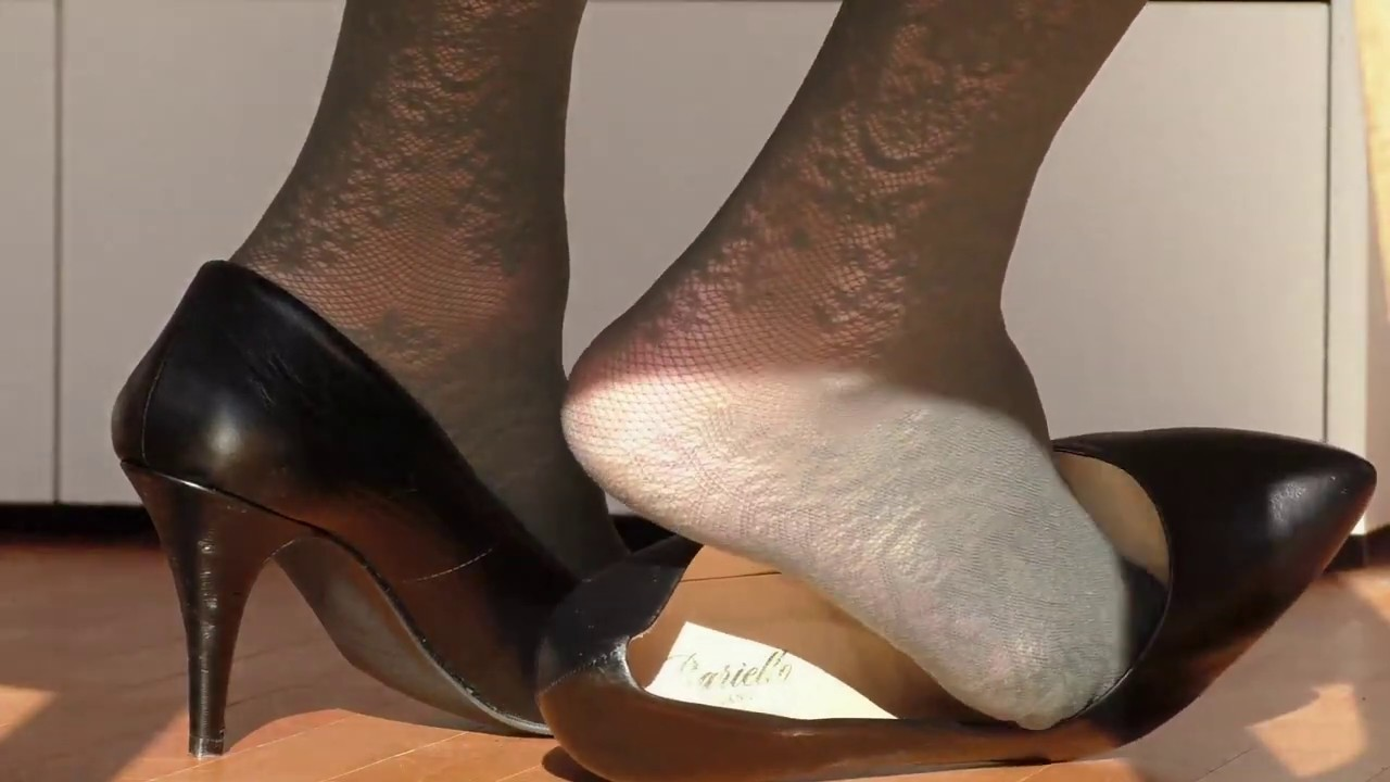 shoeplay from behind - YouTube