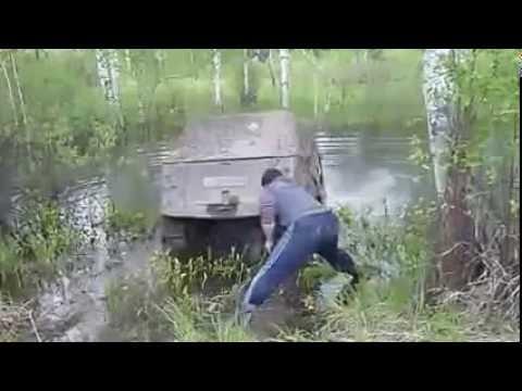 Diese Russen müssen ihren Geländewagen waschen