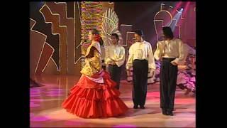 """Pastora Soler """"Capote de Grana y Oro"""""""