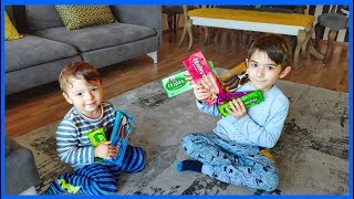 Can Yağız Babalarının İşten Gelirken Aldığı Gofretleri Paylaşamadılar-Funny Kids Videos-Funny video-