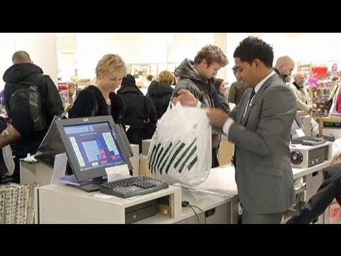 Fewer UK shoppers increase BoE stimulus prospects