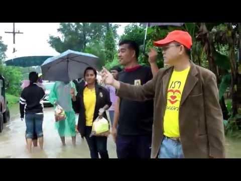 มหาวิทยาลัยราชฏัยะลาแจกอาหารแห่งแก่ผู้ประสบภัยน้ำท่วม ณ ต ท่าสาป ยะลา