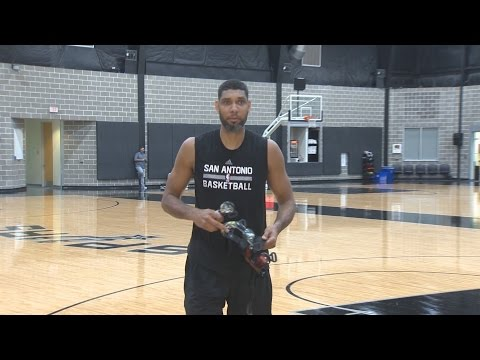 Tim Duncan plays prank on San Antonio media after practice