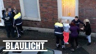 Falschparker greifen Polizei an - Rangelei in Krefeld