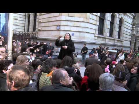 Видео: Один из лучших музыкально-танцевальных флешмобов Испания, Билбао. 2013г