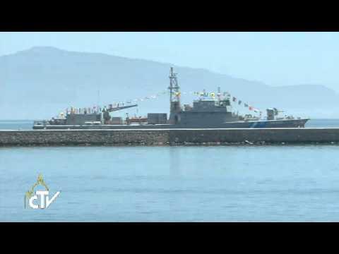 Papst im Hafen von Lesbos