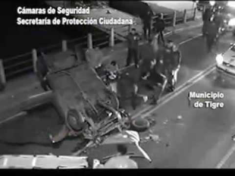 Persecución policial con choque y vuelco