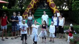 Perrine lance la dance du camping de l'arros a plaisance du gers