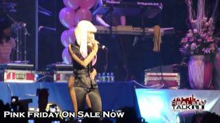 Nicki Minaj Gets Her Ass Grabbed While Performing [HD]