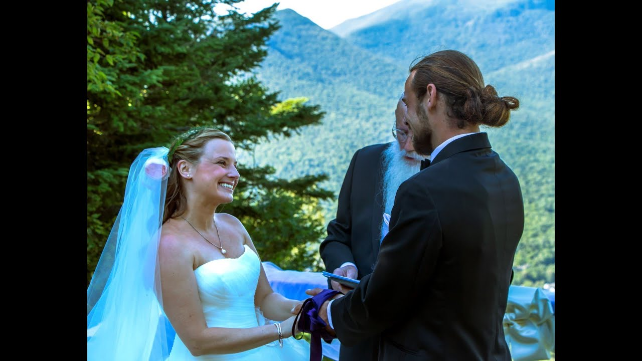 justin and genevieves wedding ceremony on the top of loon mountain