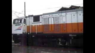 Kereta Api Eksekutif Argo Bromo Anggrek melewati Proyek Pembangunan Stasiun Cibitung