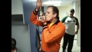 видео из раздевалки Moscow Penguins.MOV(Команда Moscow Penguins в турнире ФХМ-РТХЛ