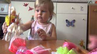 Манька Встанька играет с куклами. Видео №2