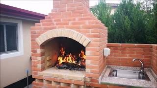 Barbecue in mattoni a vista con girarrosto e lavandino, bbq, DIY, construction