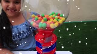 شفا و توأمتها يريدوا نفس ماكينة الحلويات !!