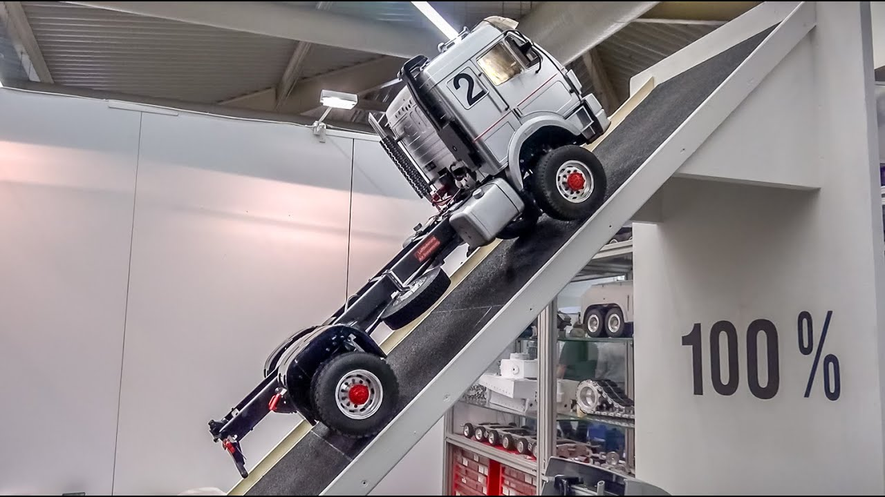 Model RC z realistycznym zawieszeniem pneumatycznym