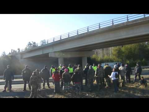 Dozens of RCMP protect thumpers from peaceful protest Rexton Nov2913