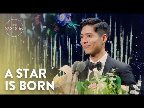 Park Seo-jun hands Park Bo-gum his first acting award | Record of Youth Ep 9 [ENG SUB]