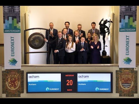ACTIAM Celebrates Cash Audience Award with sounding of the gong