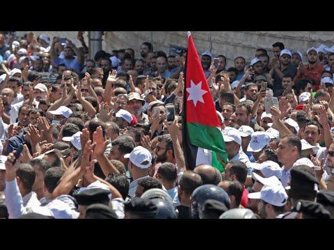 الأردن: إضراب معلمي المدارس الحكومية بعد رفض السلطات منحهم علاوات  - 11:54-2019 / 9 / 9