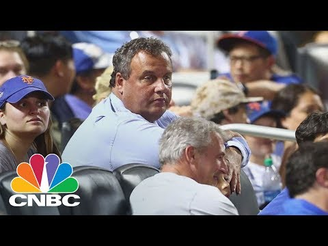 Chris Christie Roasted By Announcer And Booed After Catching Foul Ball At A Mets Game | CNBC