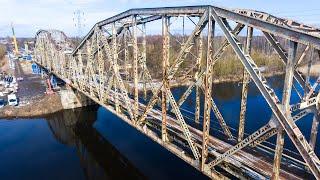 Remont mostu kolejowego z lotu ptaka