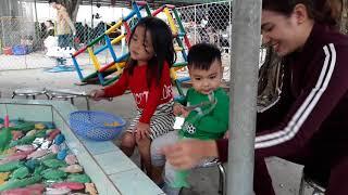 Con trai ve que ngoai Tet Mau Tuat 2018
