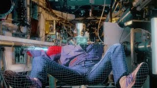 【喵嗷污】程序员惹怒了人工智能,被抓进虚拟世界,对方准备在游戏中玩死他《电子世界争霸战》几分钟看科幻片
