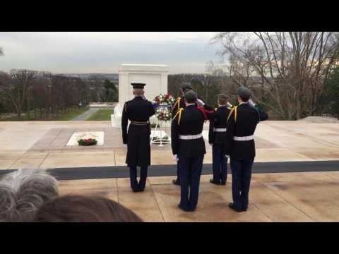 Marmion Academy seniors Lay Wreath at the Tomb of the Unknown Soldiers