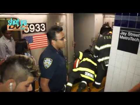Man falls on A train subway tracks @ Jay St - MetroTech Brooklyn New York City