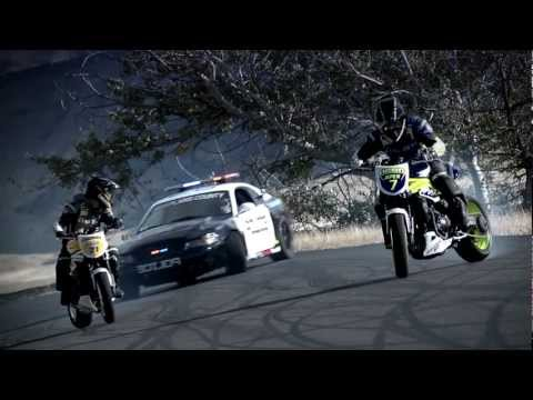 Thumbnail: INCREDIBLE!!!!!!!!!!!! Police chase bikes, incredible drifting HD