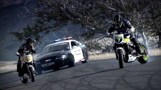 INCREDIBLE!!!!!!!!!!!! Police chase bikes, incredible drifting  HD thumbnail
