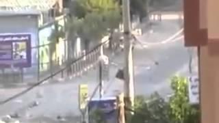 سيدة تنجو من الموت بأعجوبة في قصف غزة