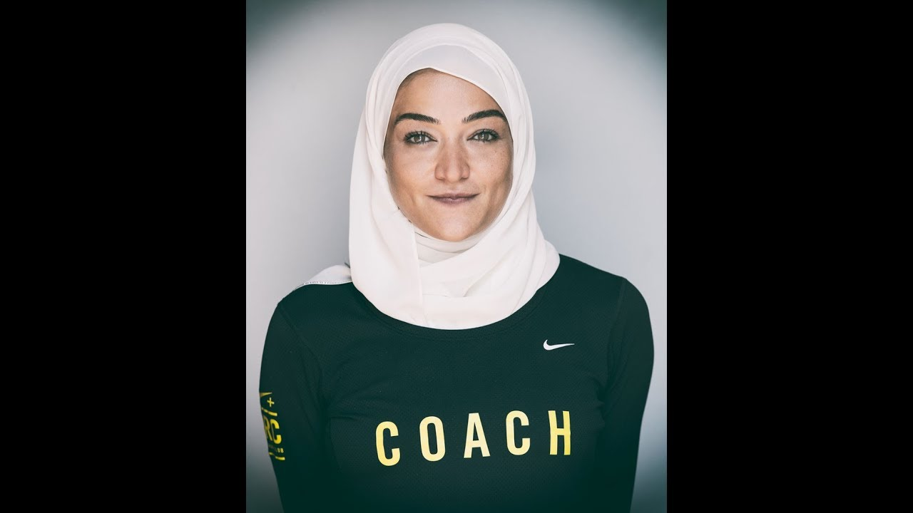 Cabra tela Personas con discapacidad auditiva  Meet Manal Rostom: 1st Arab Egyptian veiled model in Nike campaign - YouTube
