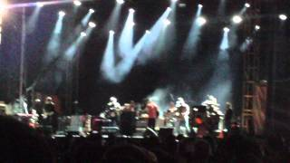 Modest Mouse - Fly Trapped in a Jar (live at Boston Calling 2014)
