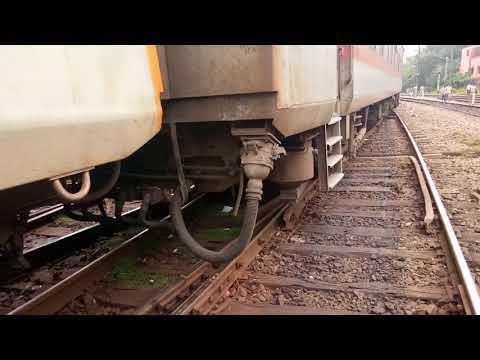 Ranchi Rajdhani coming from Ranchi derails near New Delhi Railway Station