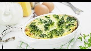 Картофельная запеканка в соусе с сыром и брокколи